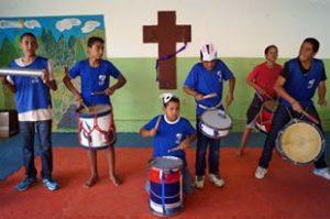 Grupo de criancas asp tomando instrumentos 2