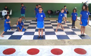 criancas asp fazendo xadrez humano sao sebastiao df